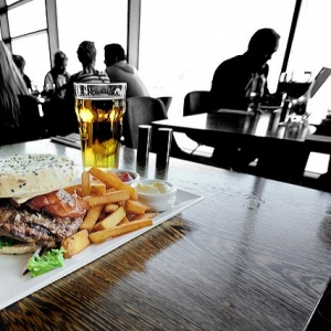 Eating Out In Chicago: 7 Spots To Dine For $10